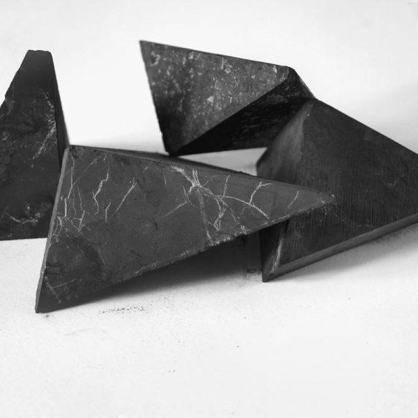 Kiuaskivet mustat design shungiitti