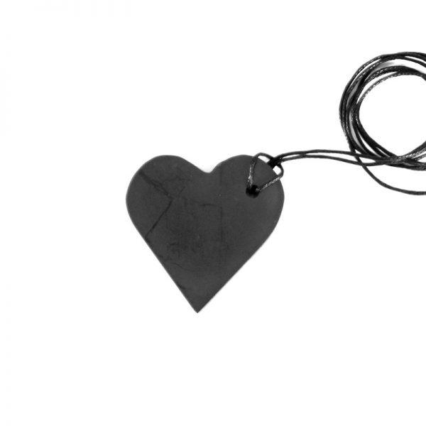 musta sydänriipus iso, shungiittia