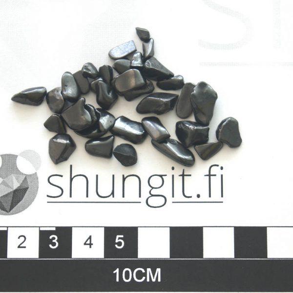 Minikokoiset kiilloitetut shungiitit