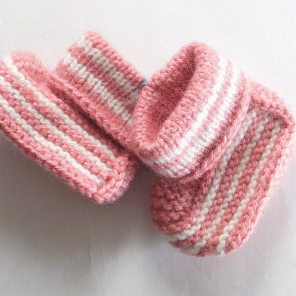 villatossut vauvalle käsinkudotut vuohenvillaa