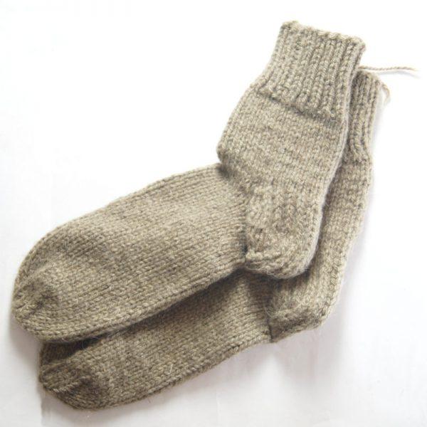 villasukat käsinkudotut vuohenvillaa